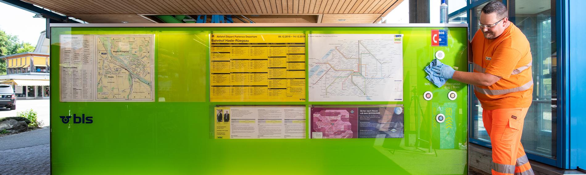Reinigung im Bahnhof Hasle-Rüegsau bei Bern